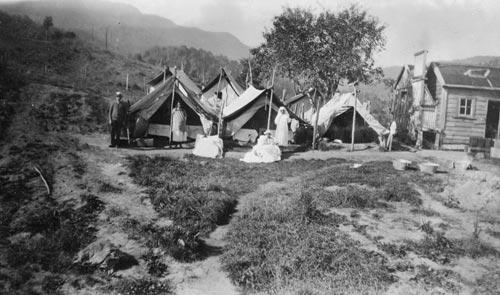 Typhoid camp, Maungapōhatu, 1924