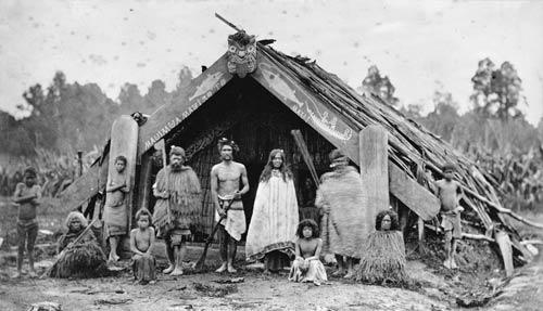 Whānau outside a wharepuni