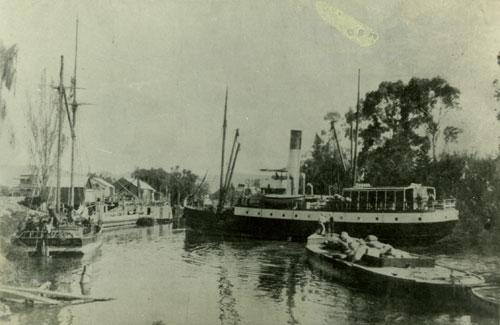 The Junction Wharf, Paeroa, 1903