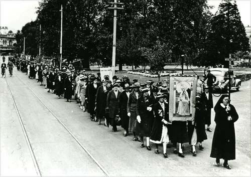 Mothers' Union procession, 1930s