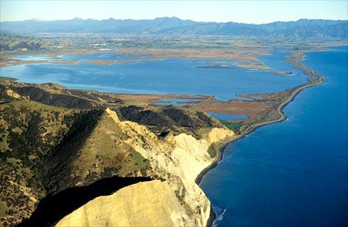 White Bluffs, Wairau lagoons and boulder bank