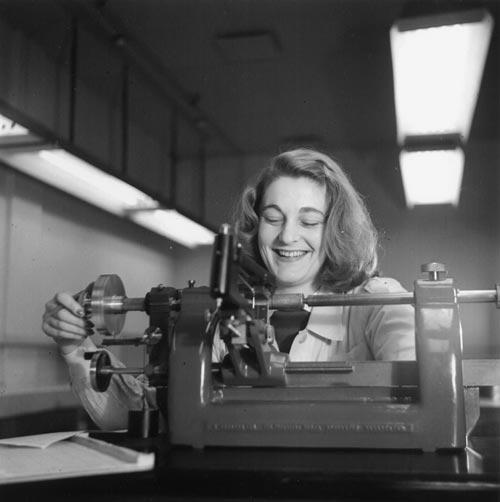 Women in the public service: Second World War