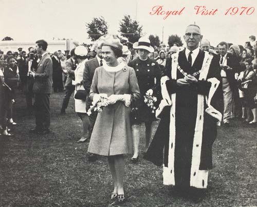 Mayor Harry Barker and the queen
