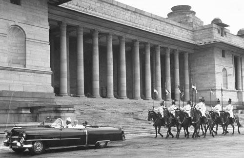 Presenting credentials, India, 1960