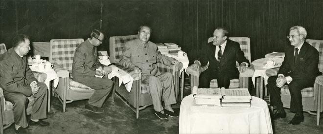 Robert Muldoon with Mao Zedong, Beijing, China, 30 April 1976