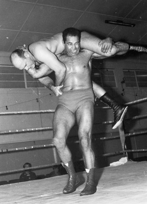 John da Silva wrestling Willem Hall, 1969