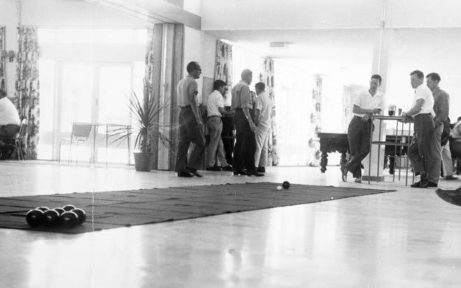 Indoor bowls, Manurewa Workingmen's and Cosmopolitan Club, 1965