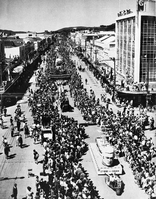 The Cook bicentenary parade in Gisborne, 1969