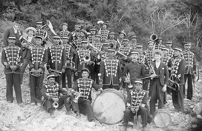 Māori brass band, late 1890s