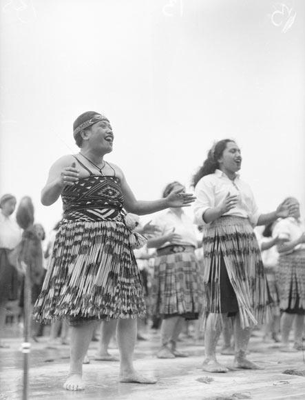 Ko Tuini Ngāwai rāua ko Ngoi Pēwhairangi, i te tau 1943