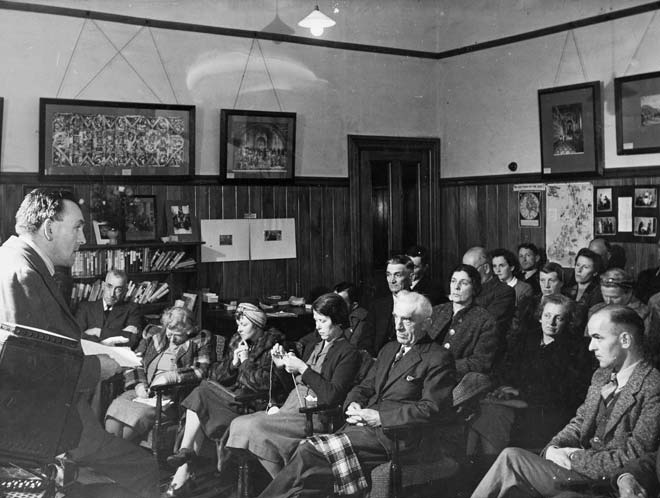 Lecture by Crawford Somerset, Feilding Community Centre, 1940s
