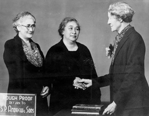 Ripeka Wharawhara Love (centre) with Victoria Amohau Bennett (left) and Lilian Priscilla Wakefield (right) in 1940