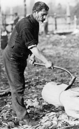 Hōri Pukehika carving with a Māori adze, or toki, 1906
