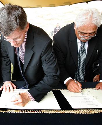 Signing the Ngāti Whātua settlement, 2010