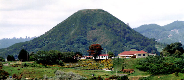 Mākeo mountain