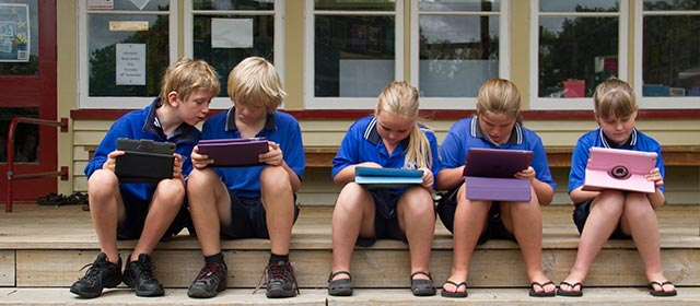 Students at Leamington Primary School in Cambridge using iPads in 2014