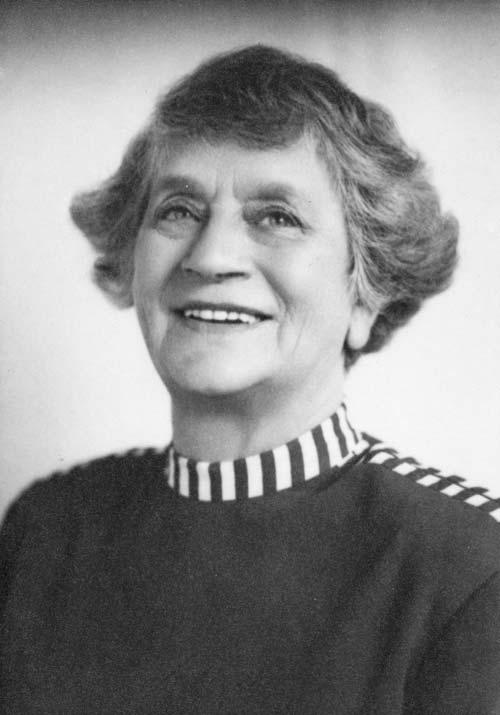 Expert potter Maria Louisa (Briar) Gardner