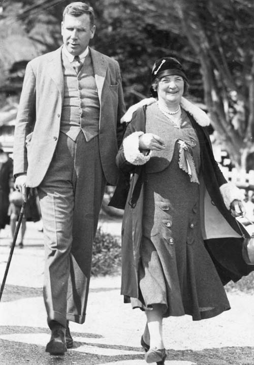 Clutha Nantes Mackenzie and an unknown woman at Days Bay, Wellington, in October 1931