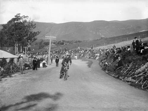 Motorised cycle race