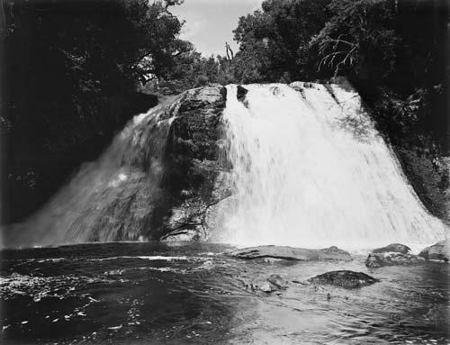 Āniwaniwa Falls