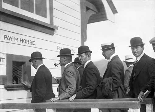 Betting on horses, 1912