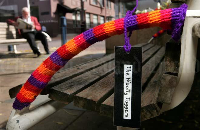 Woollen tagging, Tauranga, 2009