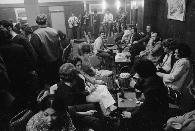 Bar, 1971