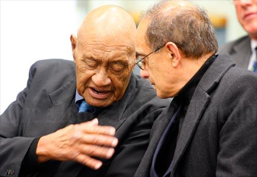 Kaiwhakawā Eddie Durie rāua ko Tākuta Tui Adams