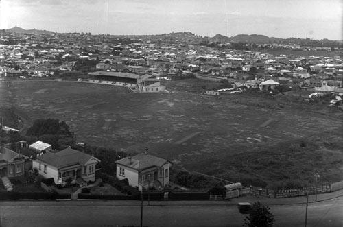 Te pāka o Eden, 1924