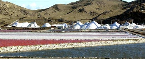Crystallisation ponds and salt piles