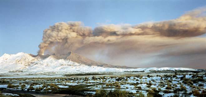 Ash plume, Mt Ruapehu 1996