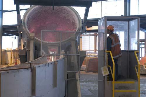 Smelting aluminium