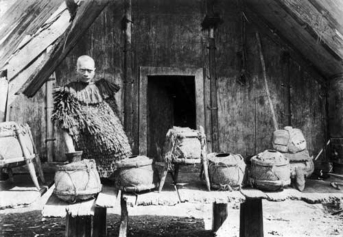 Pai Kanohi with calabashes