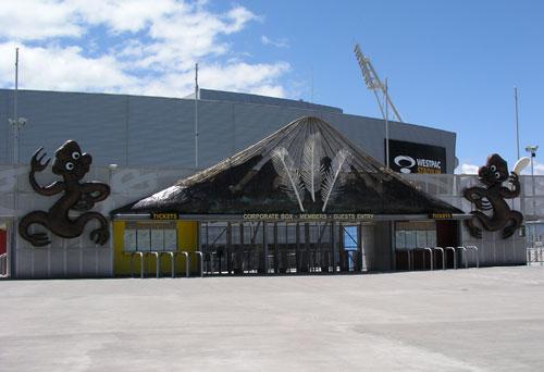 Ngā whakairo i te taiwhanga hākinakina