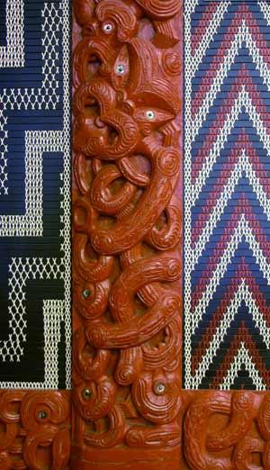 Tāne carving