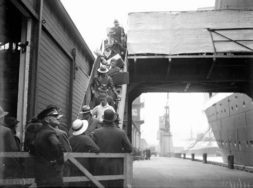 Immigrants arriving in Wellington