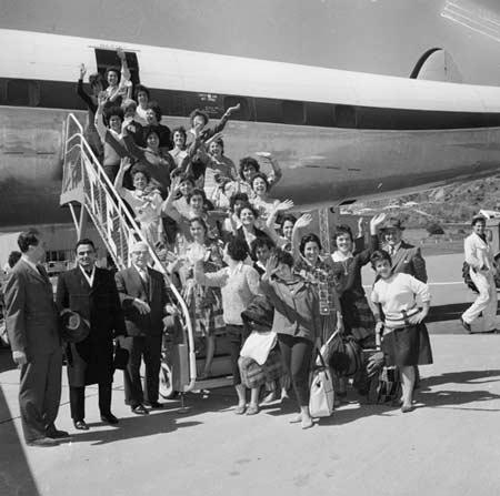 Greek women arrive in Wellington, 1962