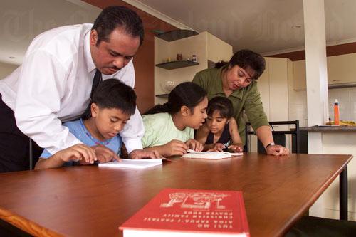 The Aukuso family learning Samoan