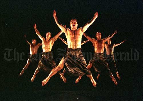 Black Grace contemporary dance group – Samoans – Te Ara ...
