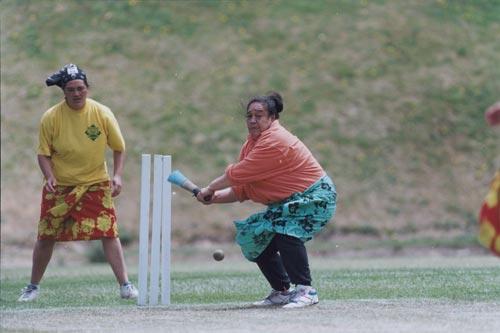 Vitoria Faasoo plays cricket