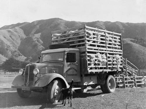 Double-decker stock truck, 1940
