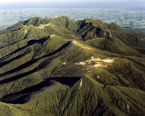 The peaks of Taranaki