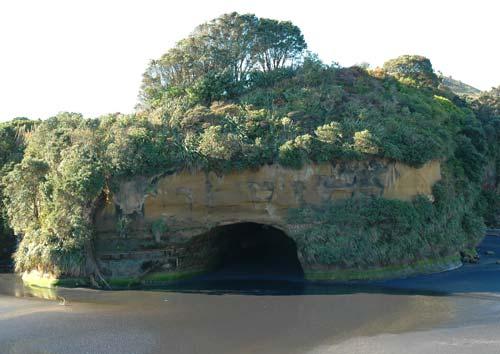 Sea cave at Mōkau