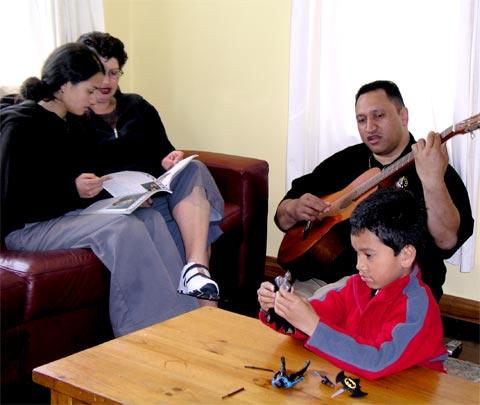 A Māori family, 2004