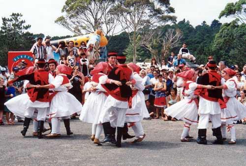 Kola dancing