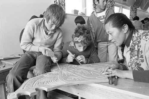 Schoolchildren learn Māori carving