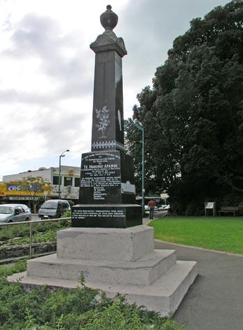 Memorial to Te Hurinui Apanui