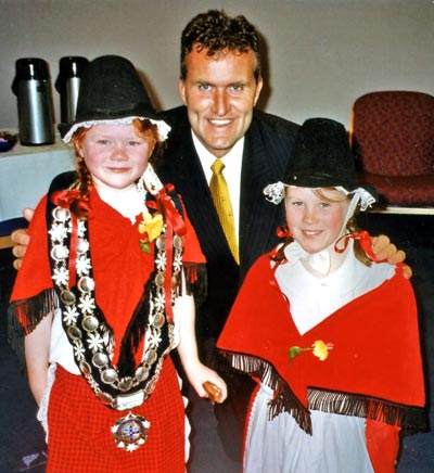 Girls in Welsh national costume