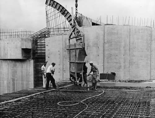 Construction of the Moutoa floodgates