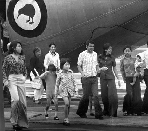 Evacuees from Saigon, 1975